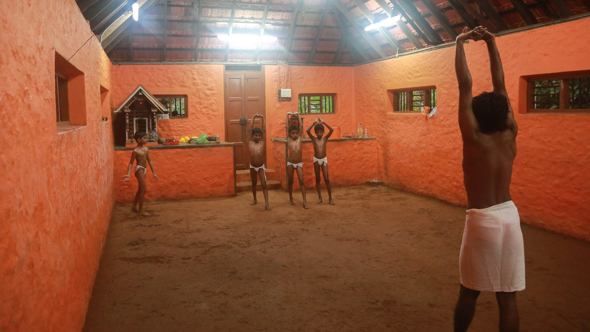 Kalaripayattu training starting with straight swings.